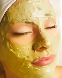 Желтая маска на лице