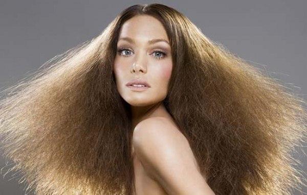 Почему магнитятся волосы?