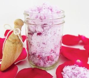 Сахарный скраб из лепестков роз