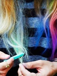 Как покрасить волосы мелками?