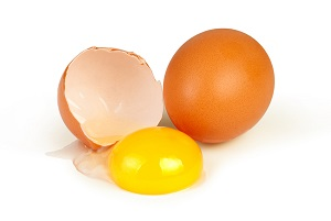 Мытье волос яйцом (желтком)